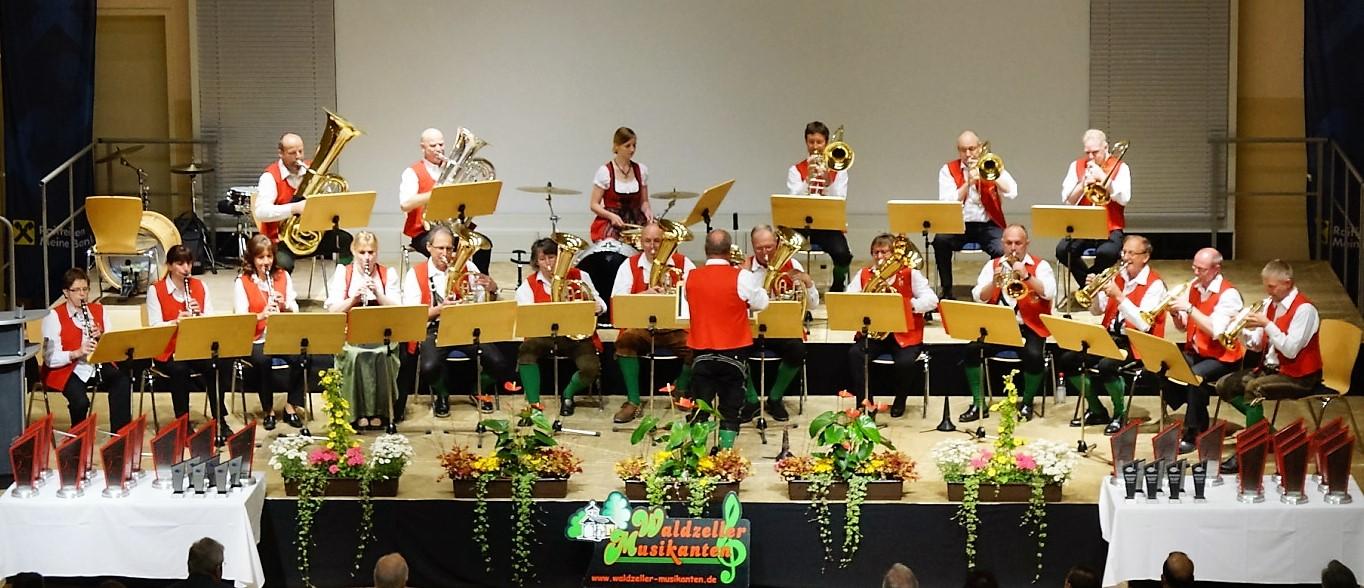 Waldzeller Musikanten Gruppenfoto aktiv